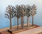 Dekorasi pohon cemara kayu